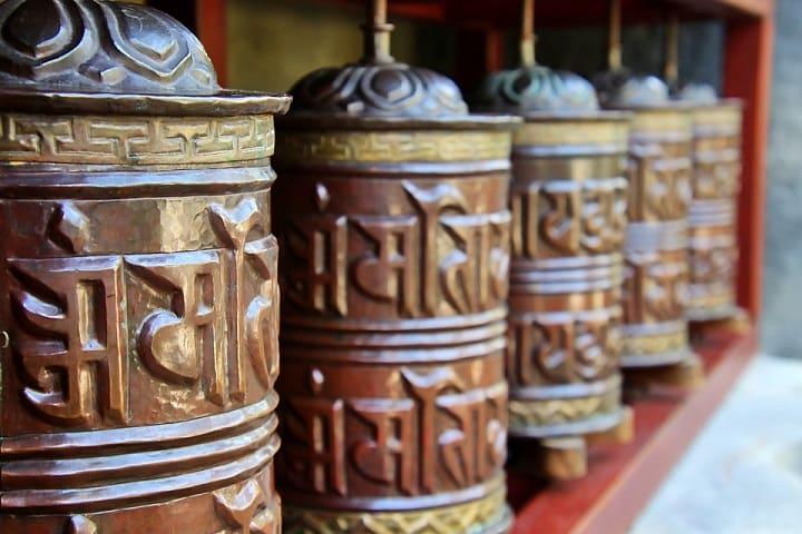 rodillos de oracion  o rueda de plegaria budista