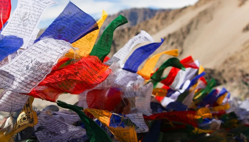 banderas de oracion mantras tibetanos y budistas