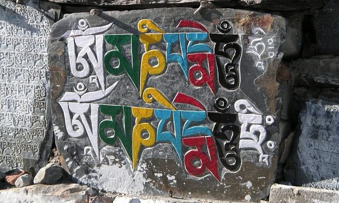 simbolos tibetanos mantras pintados
